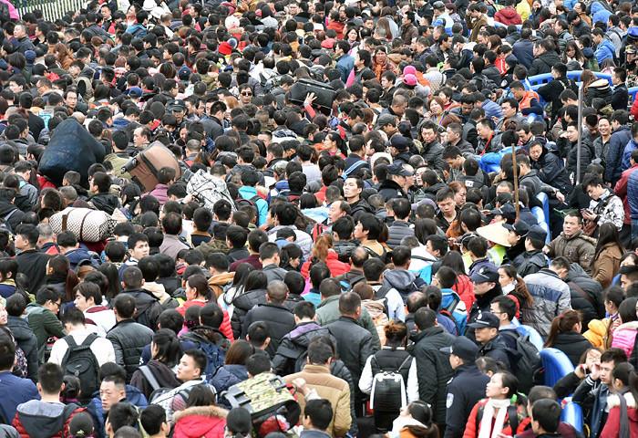 Dịp Tết Nguyên đán tại Trung Quốc vốn được biết đến với cảnh tượng chen lấn tại các bến xe, nhà ga