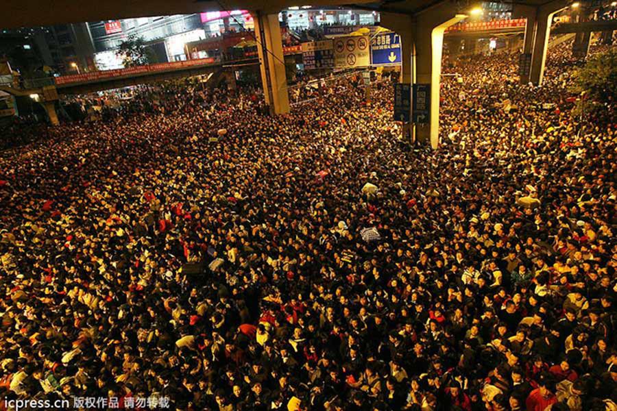 Biển người chen chúc tại ga Quảng Châu năm 2008