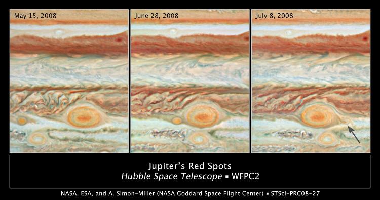 """Chấm đỏ khổng lồ """"Jupiter's Red Spot"""" được hình thành bên cạnh cơn bão lớn."""