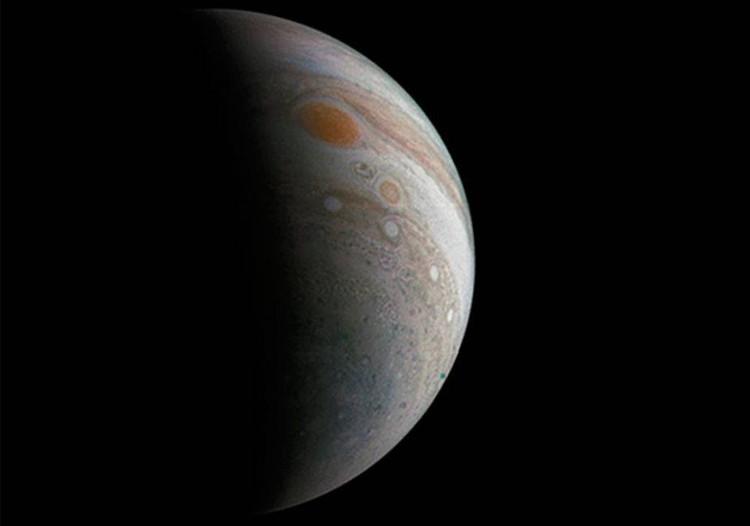 Bức ảnh được chụp bởi tàu thăm dò Juno của cơ quan hàng không vũ trụ Mỹ (NASA).