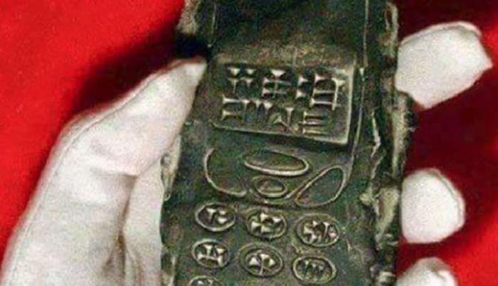 Cổ vật được phát hiện giống như chiếc điện thoại di động đời đầu.