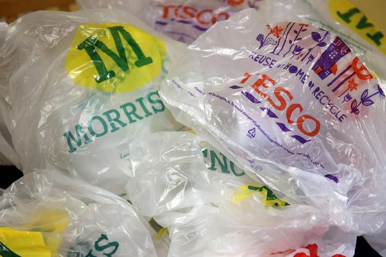 Túi nhựa sản xuất bởi vật liệu không phân hủy chiết xuất từ dầu mỏ hiện đang là vấn nạn môi trường của trái đất.