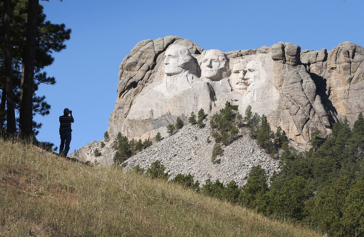 Hai trong 4 vị tổng thống được khắc trên núi Rushmore chưa từng học đại học.