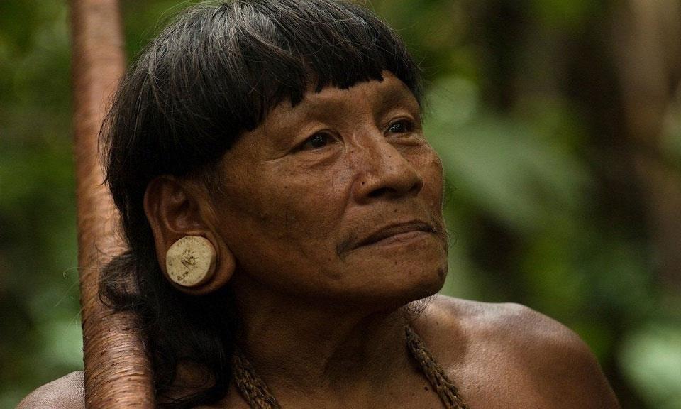 Người Huaorani cũng biết làm đẹp, họ kéo dài dái tai và đeo đồ trang sức bằng gỗ hoặc xương động vật đã qua mài giũa.