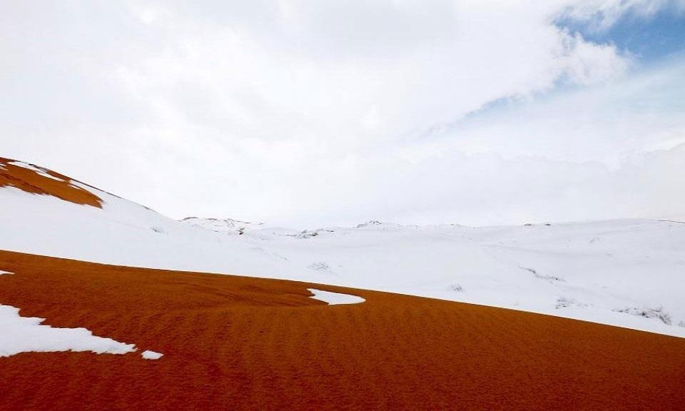 Hiện tượng tuyết rơi cũng xuất hiện ở nhiều khu vực có khí hậu ấm áp như Majorca và Benidorm, Tây Ban Nha.