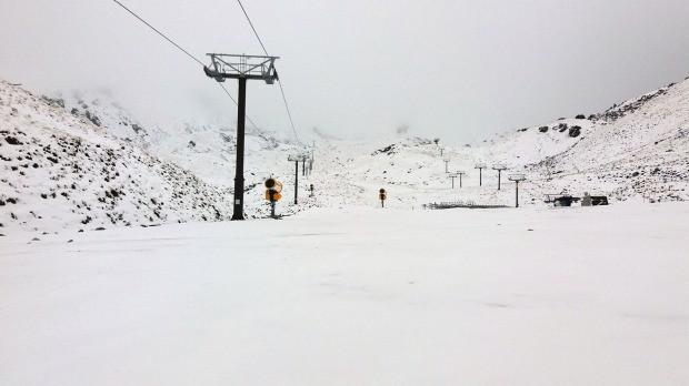 Tuyết phủ trắng cả các lối đi.