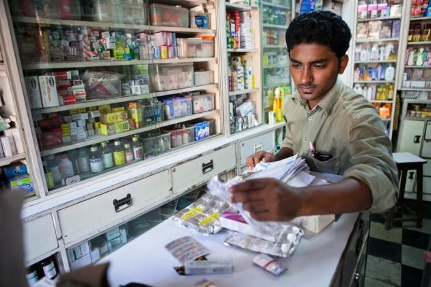 Năm 2014, thuốc kháng sinh đã bị cấm bán trực tiếp ở Ấn Độ.