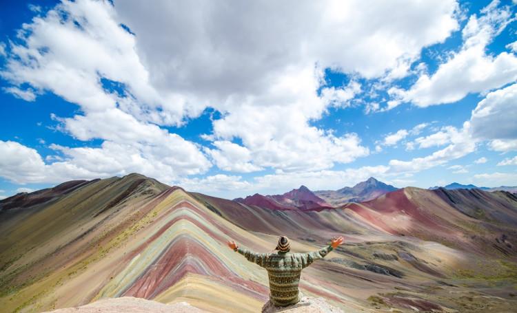 Ngọn núi Ausangate nhiều màu sắc ở Peru.