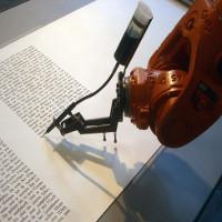 Robot viết báo trong tích tắc, khiến phóng viên lo ngại