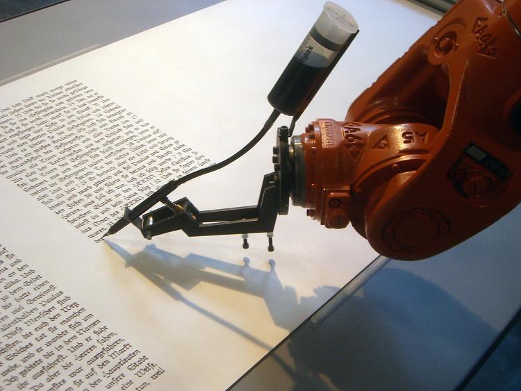 Robot Trung Quốc hoàn thành bài báo trong một giây.