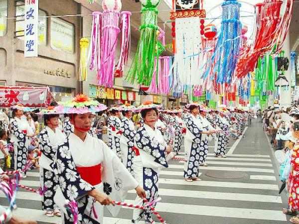 Gần đây một số người dân Nhật Bản đã kêu gọi khôi phục ngày Tết cổ truyền.
