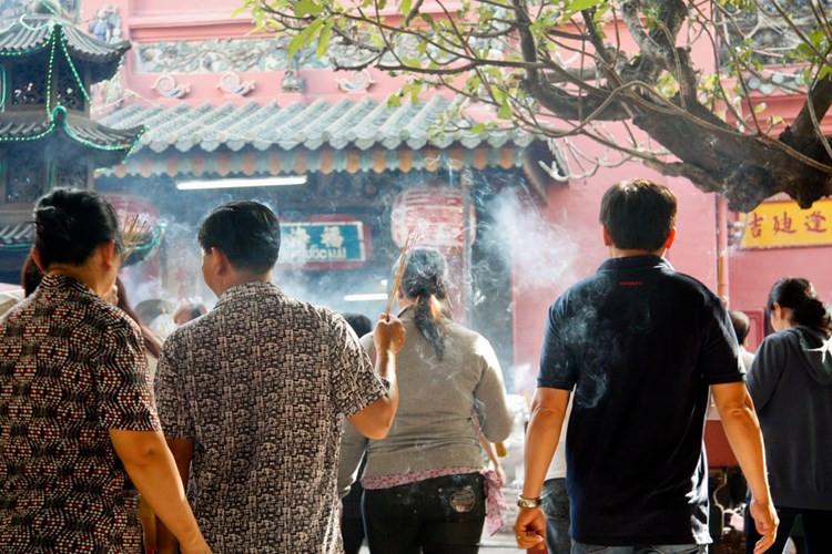 Không khí Tết ở chùa Ngọc Hoàng, TP HCM.