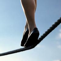 Tại sao khả năng giữ thăng bằng kém đi nhanh chóng sau tuổi 40?