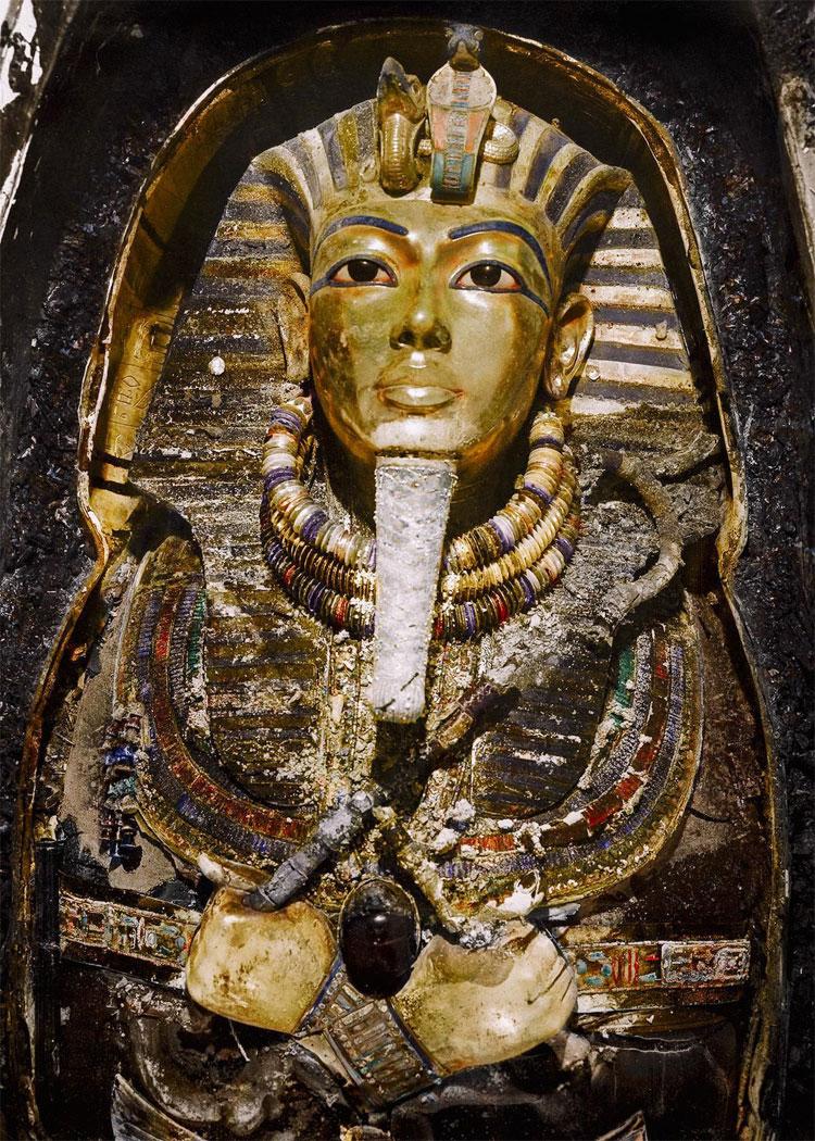 Mặt nạ mai táng của Tutankhamun.