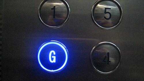 Phím bấm đáng sợ nhất trong thang máy.