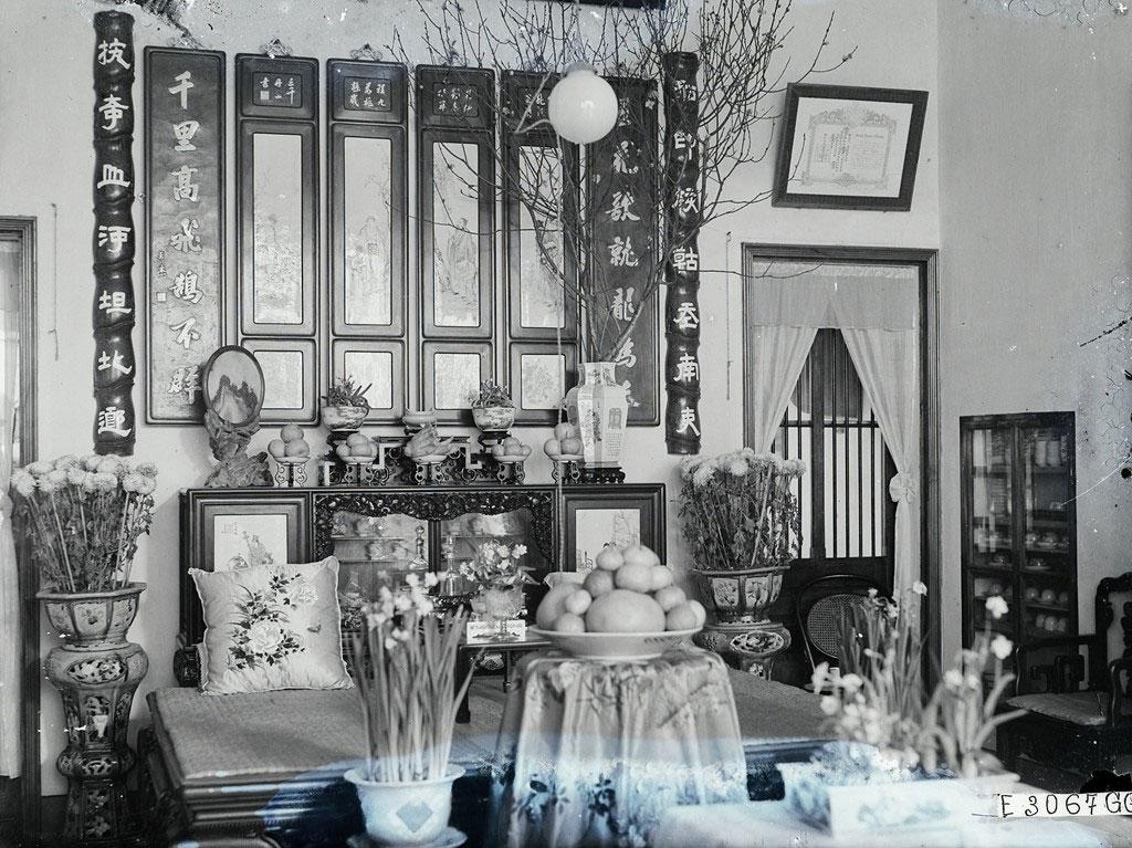 Bên trong phòng khách của một gia đình quyền quý ở Hà Nội vào ngày Tết.