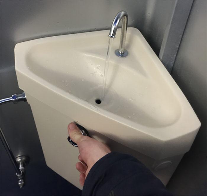Không chỉ tiết nghiệm nguồn nước, phát minh này còn giúp người dân nâng cao ý thức giữ gìn vệ sinh cá nhân.