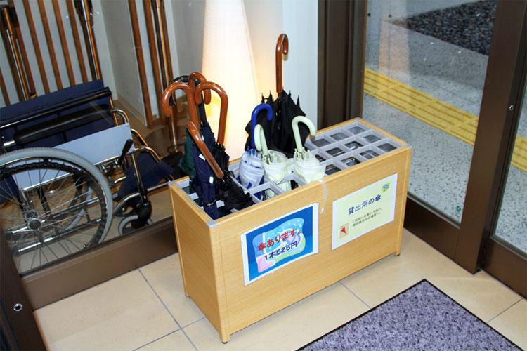 Thùng để ô miễn phí thường được đặt tại bến xe bus hoặc các góc phố ở Nhật