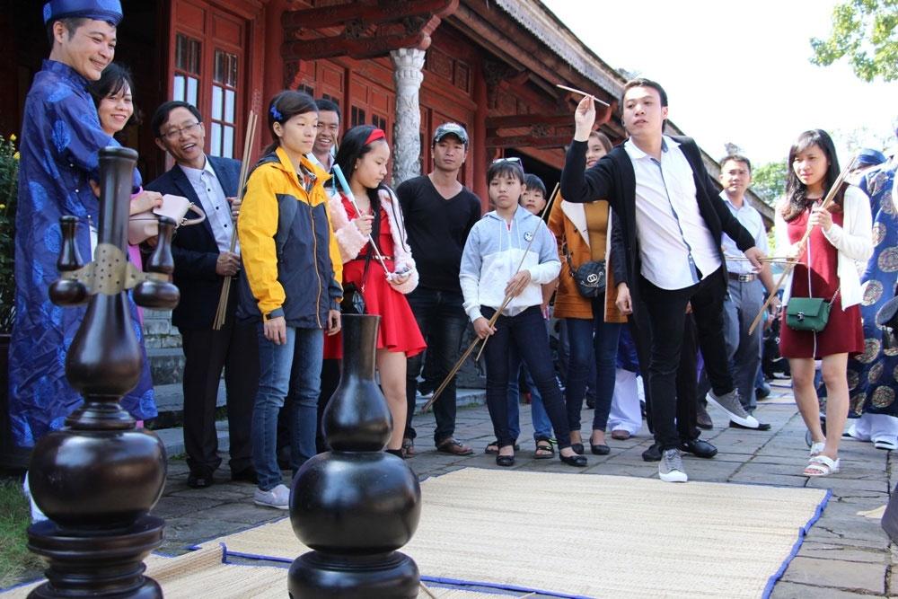 Trò chơi đầu hồ là trò tiêu khiển của các vua quan và giới thượng lưu triều Nguyễn.