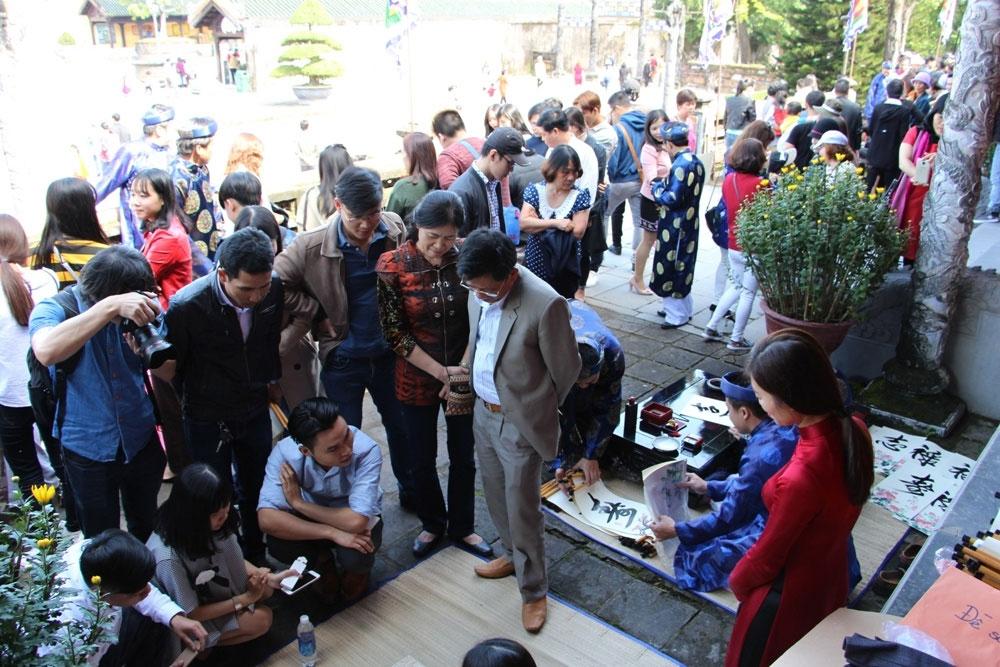 Trung tâm Bảo tồn Di tích cố đô Huế tái hiện lại các trò chơi ngày Tết trong cung đình triều Nguyễn xưa.
