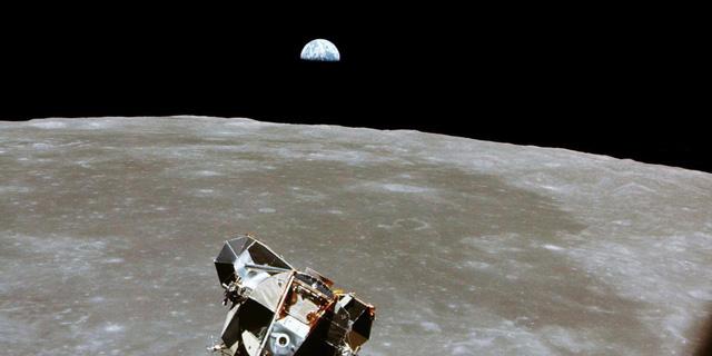 Nghiên cứu mới nhất trả lời cho việc phát hiện ôxy lẫn trong lớp đất đá trên bề mặt Mặt trăng.