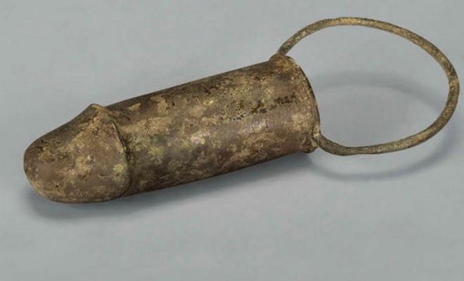 Dương vật giả được tìm thấy trong lăng mộ cổ ở Trung Quốc.