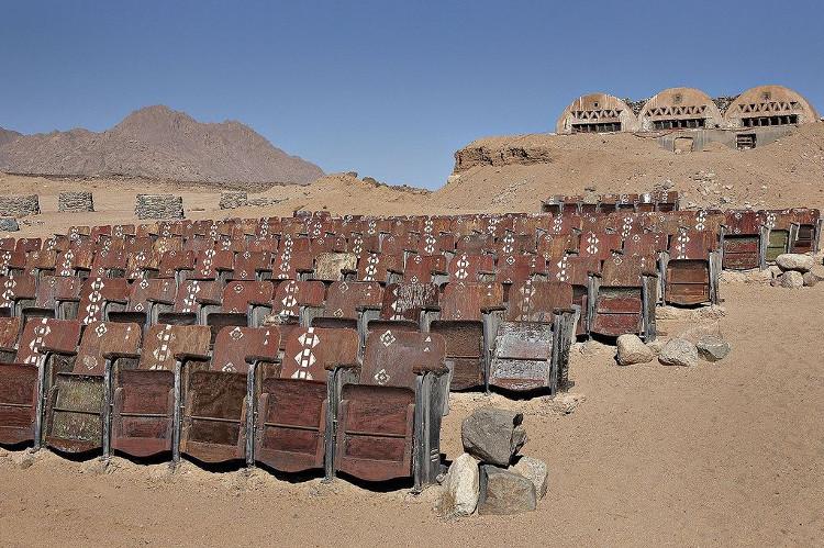 Rạp chiếu phim bỏ hoang