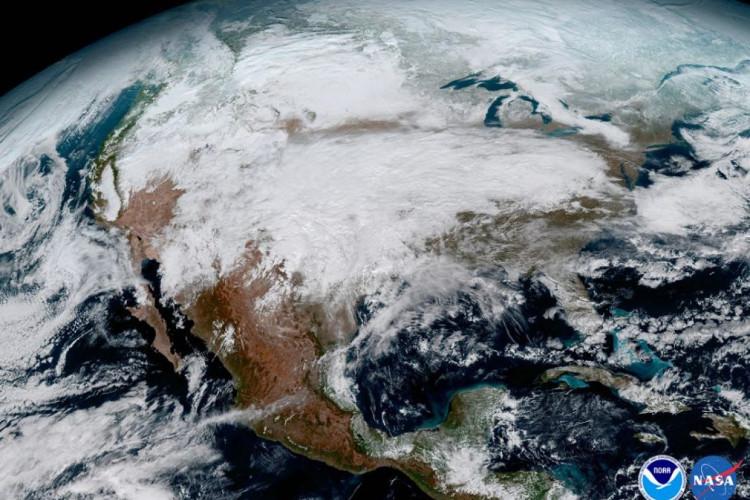 Đây là Bắc Mỹ với mưa, tuyết chuyển động quanh nước Mỹ.