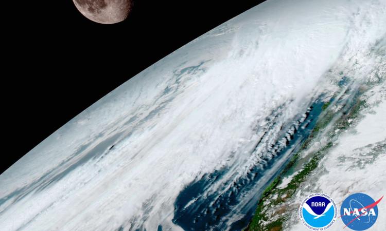 GOES-16 sử dụng mặt trăng để hiệu chỉnh hình ảnh.