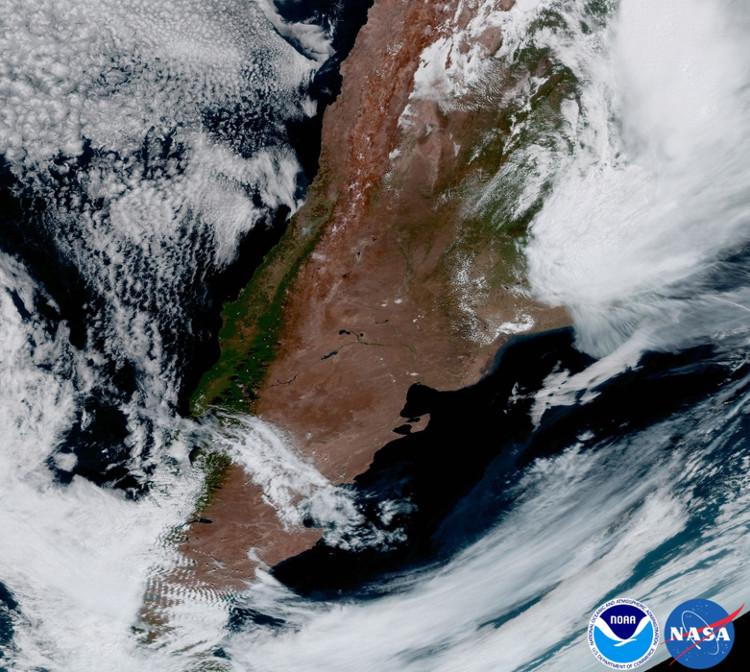 Hình ảnh ở Nam Mỹ, đặc biệt là Argentina. Một cơn bão đổ bộ vào phía Đông Bắc.
