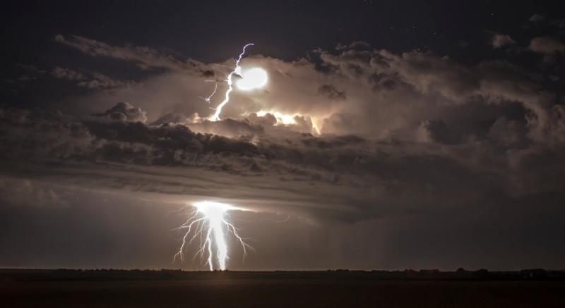 Một cơn bão ở Nam Dakota mang vẻ đẹp chết chóc nhưng cũng đẹp đến hoàn hảo.