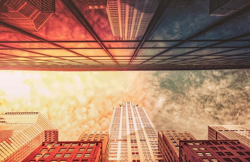 Hình ảnh phản chiếu hoàn hảo của những tòa nhà chọc trời ở New York.