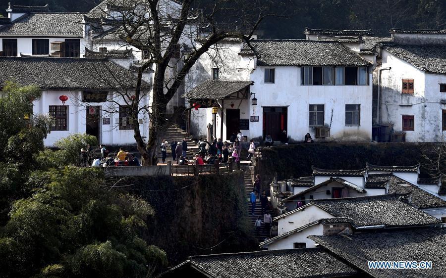 Những ngôi nhà trên phố Nguyệt Hoa khá đơn giản và thanh lịch