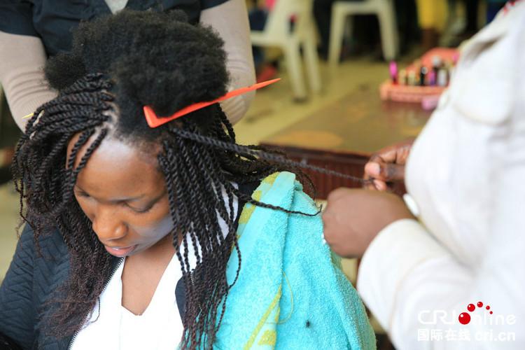 Chi phí trung bình cho một lần làm tóc Cheveux naturels tốn khoảng từ 175-350 bảng Anh.