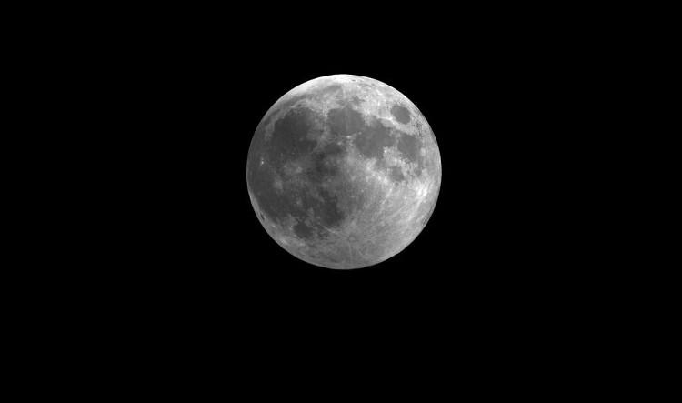 Nguyệt thực nửa tối xảy ra sẽ khiến một phần hoặc toàn bộ bề mặt Mặt Trăng mờ tối hơn so với thông thường.