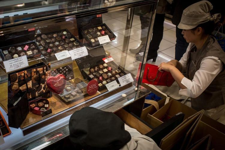 Giống như Nhật Bản, vào ngày 14/2 (Valentine Đỏ), các cô gái Hàn Quốc sẽ tặng chocolate cho người mình yêu.