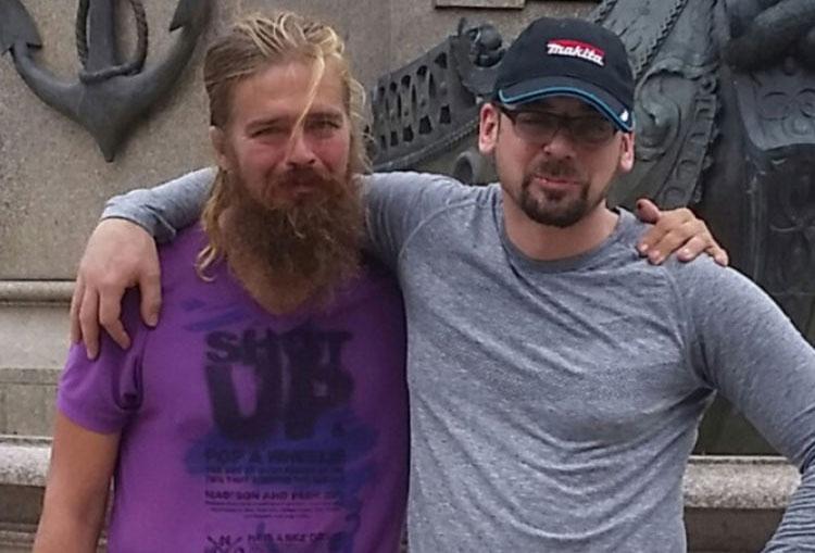 Anton Pilipa (trái) và em trai Stefan
