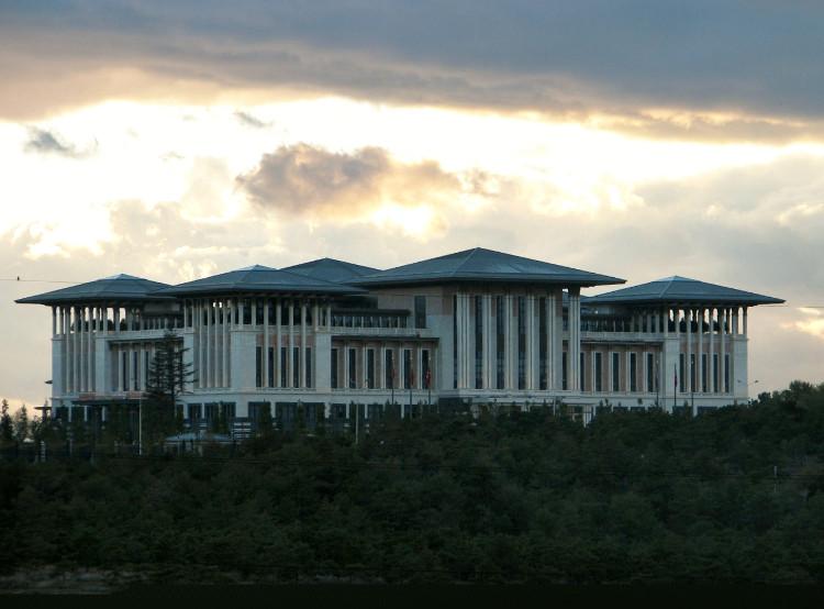 Cung điện Ak Saray