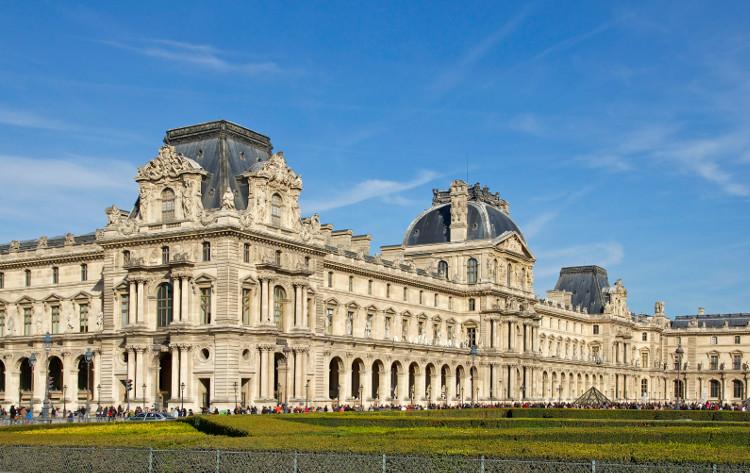 Cung điện Louvre