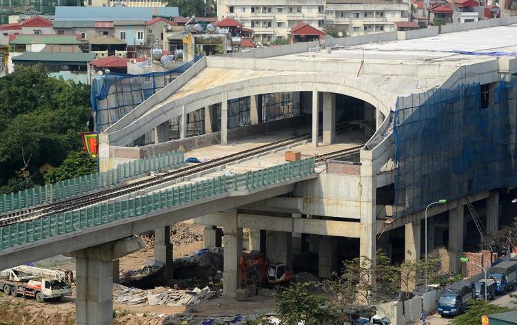 Nhà ga lớn nhất toàn tuyến (ga số 1) ở điểm đầu Cát Linh đang trong quá trình hoàn thiện.
