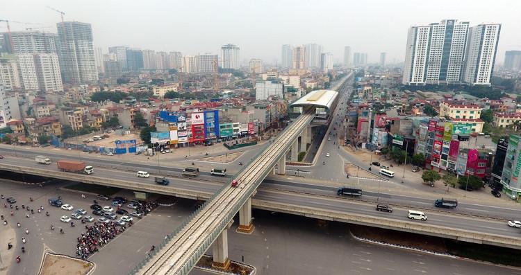 Điểm giao cắt lớn nhất của tuyến là đoạn qua ngã tư Nguyễn Trãi - Khuất Duy Tiến - Nguyễn Xiển
