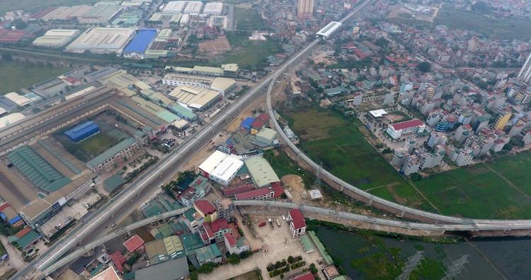Khi qua khu vực Ba La, tàu sẽ vào ga Văn Khê, sau đó gặp đường rẽ tránh tàu, chờ tàu trước khi về ga cuối Yên Nghĩa.