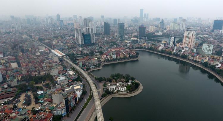 Tuyến đường rẽ vào phố Hoàng Cầu, đón trả khách tại ga Thái Hà. Trung bình mỗi ga cách nhau khoảng 1km.