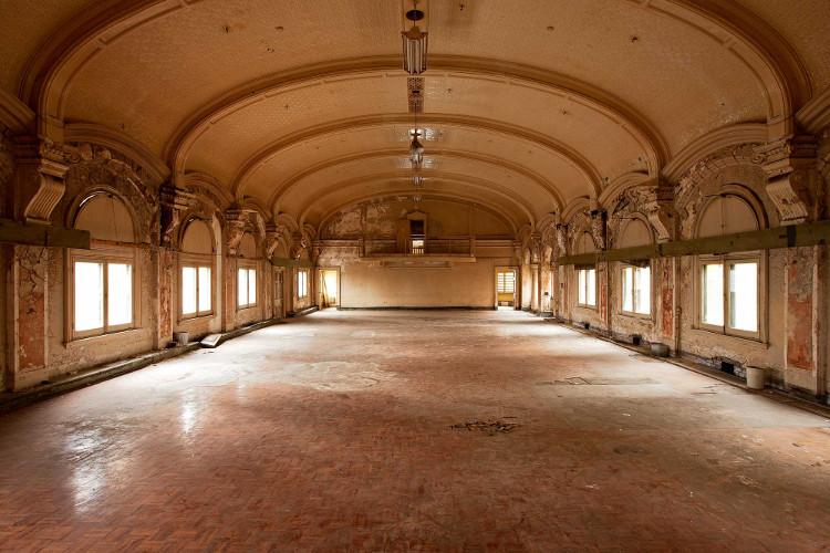 Phòng khiêu vũ bỏ hoang trong ga tàu ở Melbourne, Australia