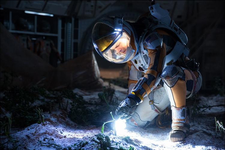 Khoai tây của Matt Deamon chết ngay khi phòng thí nghiệm bị nổ, phơi nó dưới chân không và nhiệt độ siêu lạnh của Sao Hỏa.