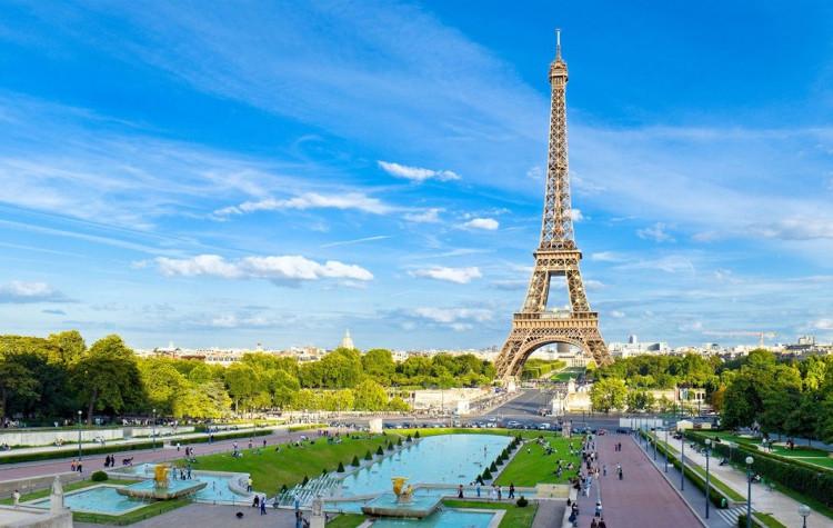 Tháp Eiffel - biểu tượng của nước Pháp.