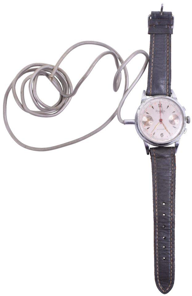 Chiếc đồng hồ này có thể dùng để ghi lại mọi âm thanh của đối phương.