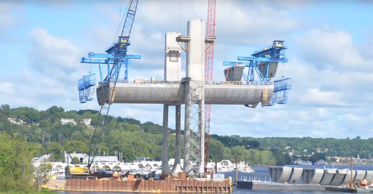 Quá trình xây dựng cầu Saint Croix.