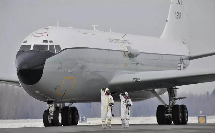 Máy bay trinh sát hạt nhân WC-135C của Mỹ đã có mặt tại Anh.