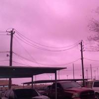 Bầu trời Mỹ chuyển màu tím ngắt sau cơn giông mạnh